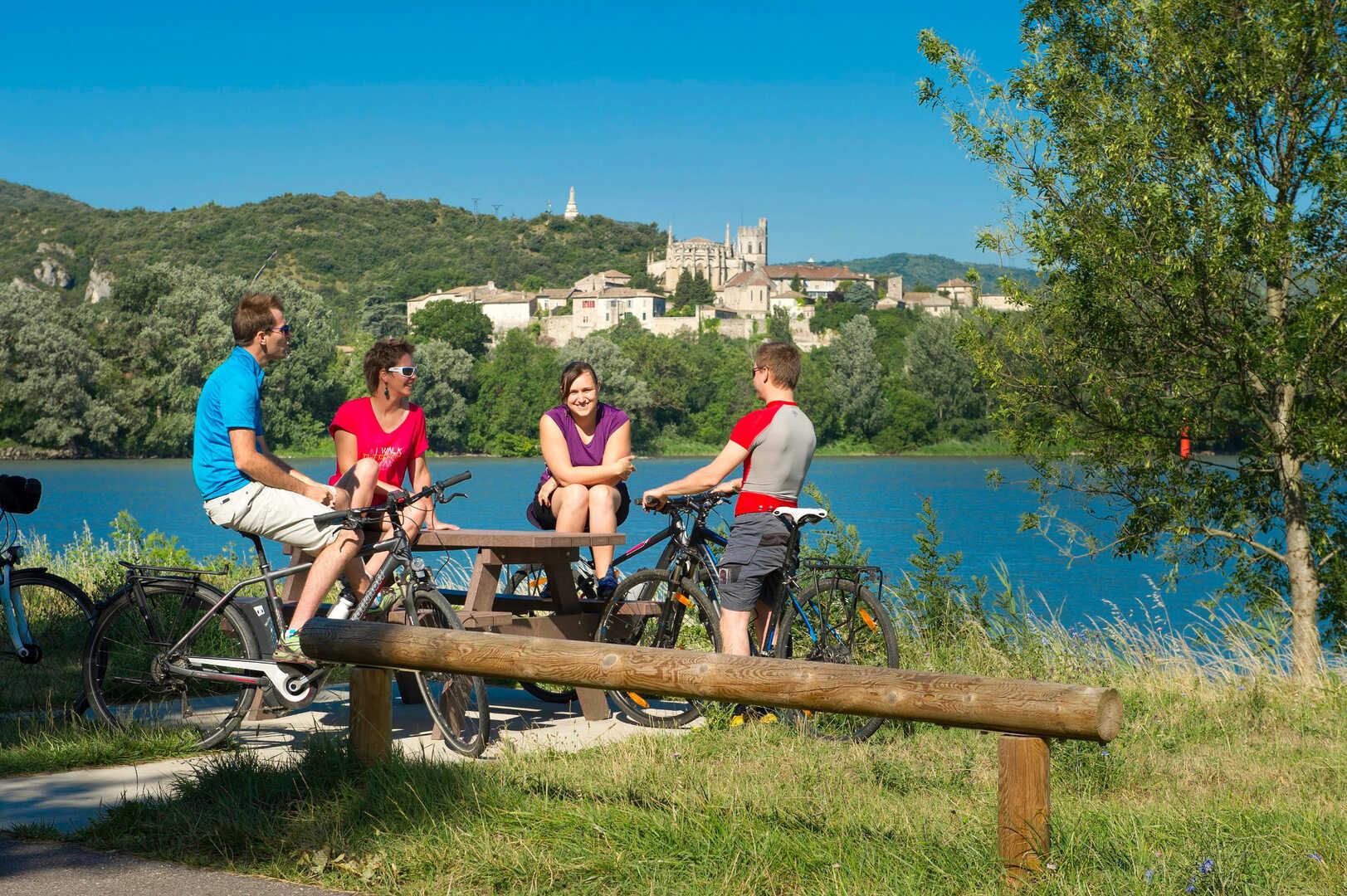 Piste cyclable le long du Rhône en Ardèche : Valence / La